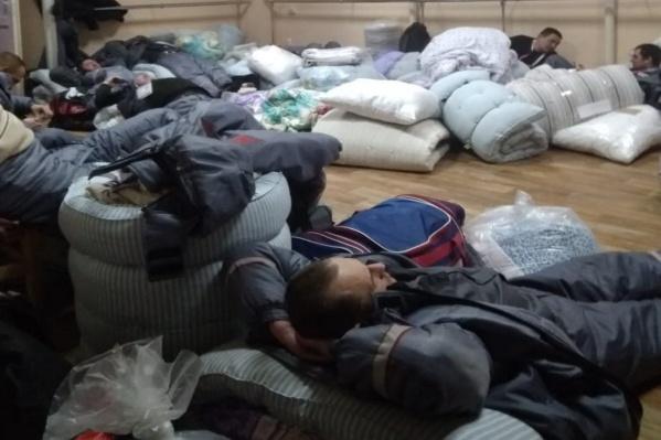 Сначала сотрудники жили в ДК «Кировский» и спали на матрасах