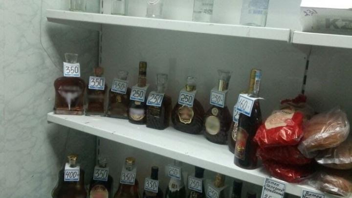 Из магазинов и с рынков Челябинска изъяли три тысячи бутылок палёного алкоголя