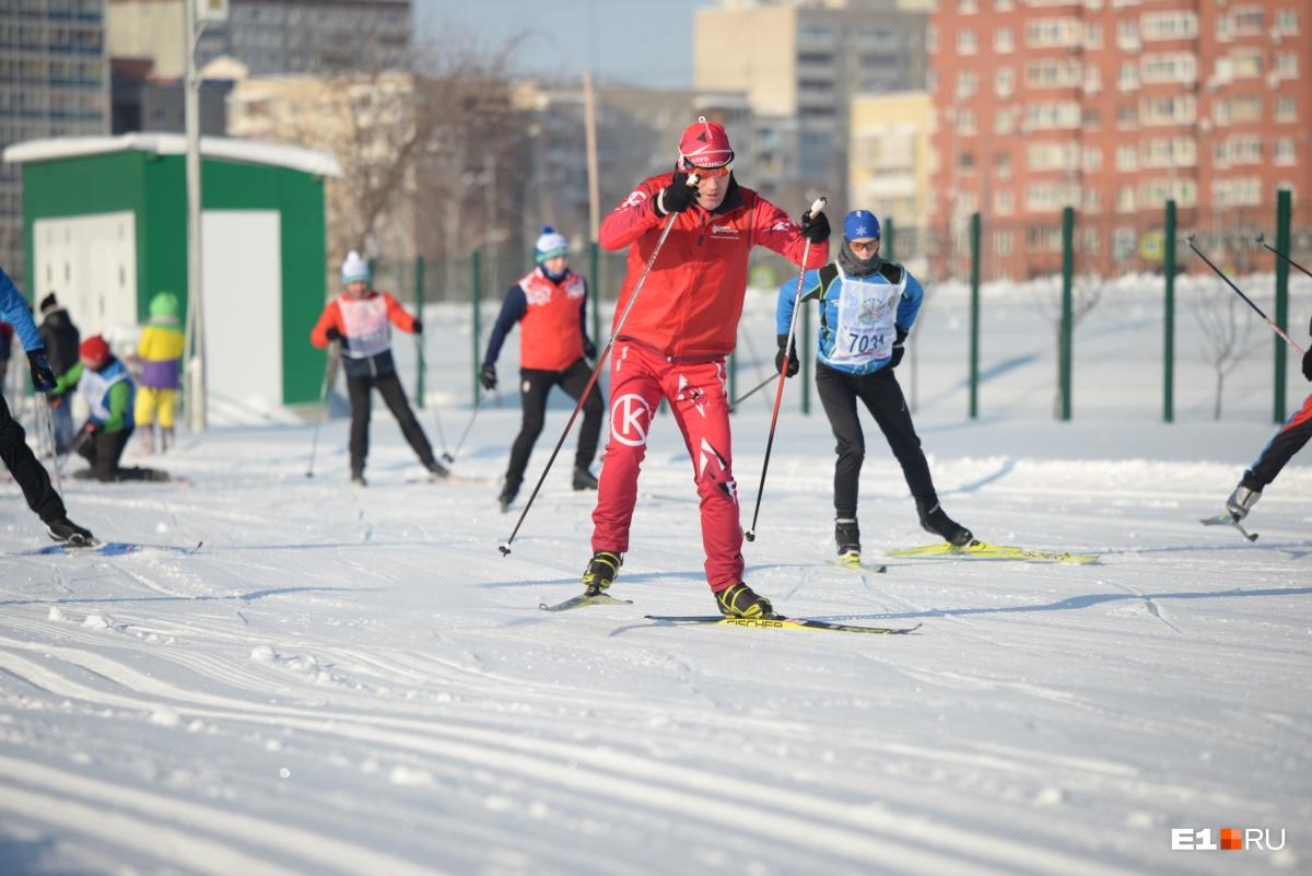 Опытные лыжники пробежали дистанцию очень быстро
