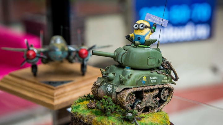 Миньоны в танке: в «Сибирский молл» привезли полтысячи масштабных моделей
