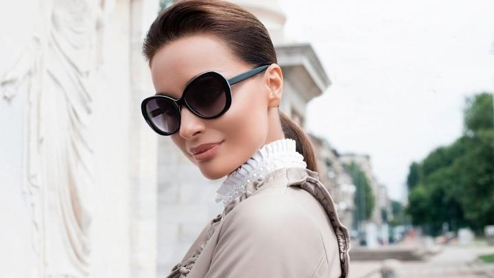 В Новосибирск завезли настоящие солнцезащитные очки модных цветов и форм