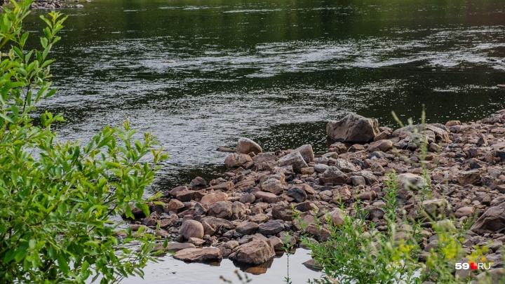 В Кунгуре спасатели достали из реки утонувшего рыбака