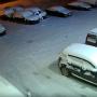 Человек в белом сжег машины в автоцентре в Башкирии, его сняли камеры видеонаблюдения