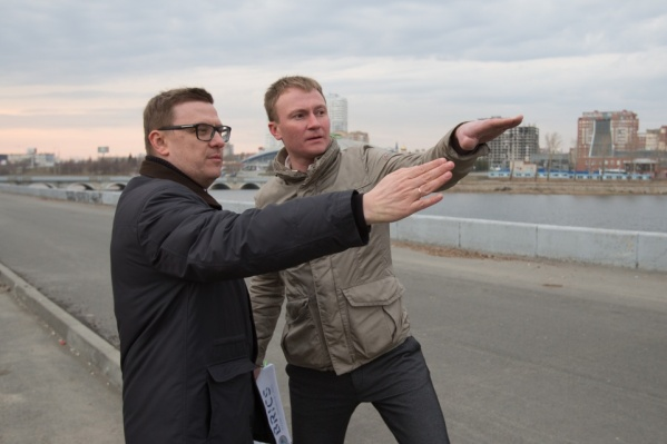 Сергей Репринцев (справа) успел поработать в челябинской мэрии при двух губернаторах. При Алексее Текслере стало предельно понятно, в каком направлении он продолжит карьеру