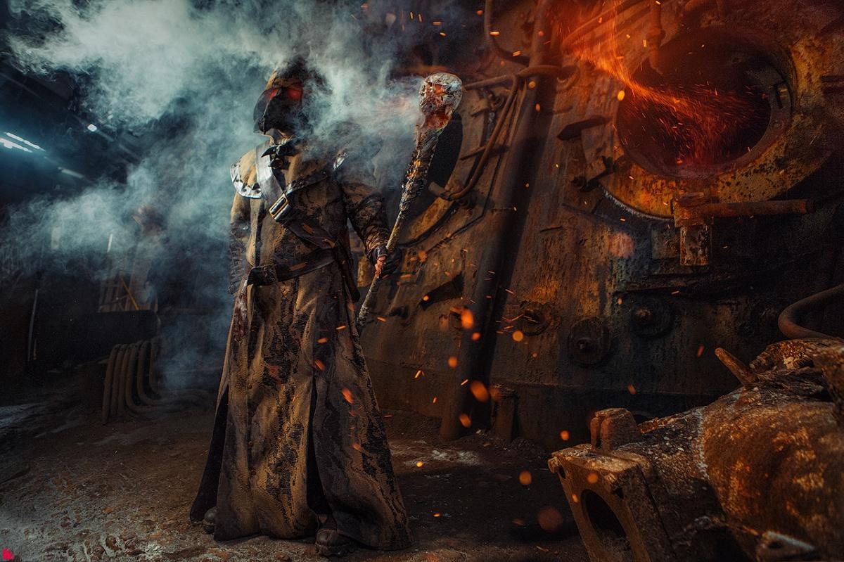 Екатеринбуржцы устроили огненную фотосессию про постапокалипсис на заводе в Нижнем Тагиле