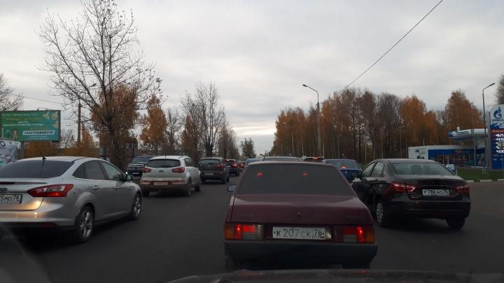 Как всегда в час пик: дорожные рабочие утром перекрыли в Ярославле мост