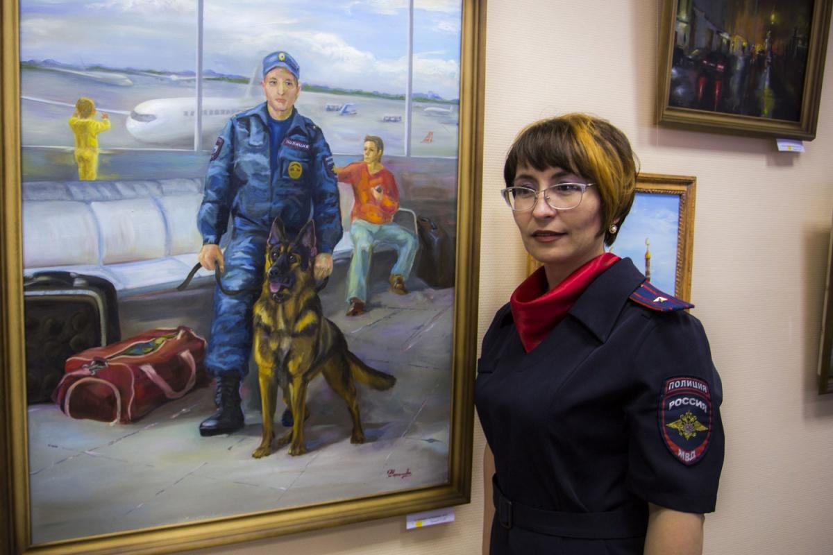 Художник в погонах: майор полиции открыла выставку своих картин