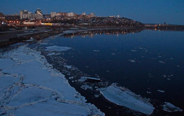 В Уфе тает лед: фоторепортаж ледохода в башкирской столице