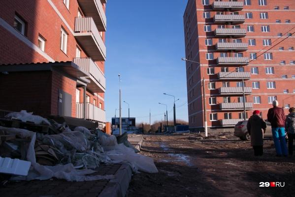 По мнению Орлова, в каждом доме, возведенном на бюджетные средства, должны давать квартиры сиротам