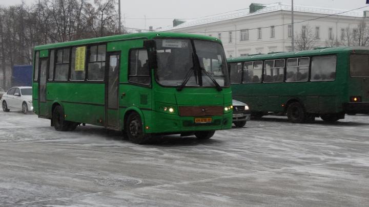 В Екатеринбурге из-за нехватки денег в городском бюджете уберут два популярных автобусных маршрута