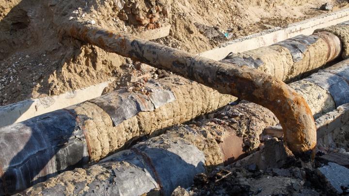 «Ждем со вчерашнего вечера»: жители Советского района остались без воды из-за прорвавшейся трубы