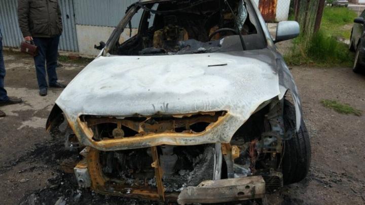«Уверены, что это поджог»: в Прикамье сгорел Lexus перевозчика маршрута Краснокамск — Пермь