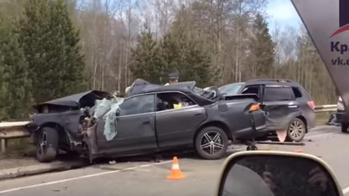 Водитель Mark II решил пойти на обгон под Красноярском и погубил себя и пассажира