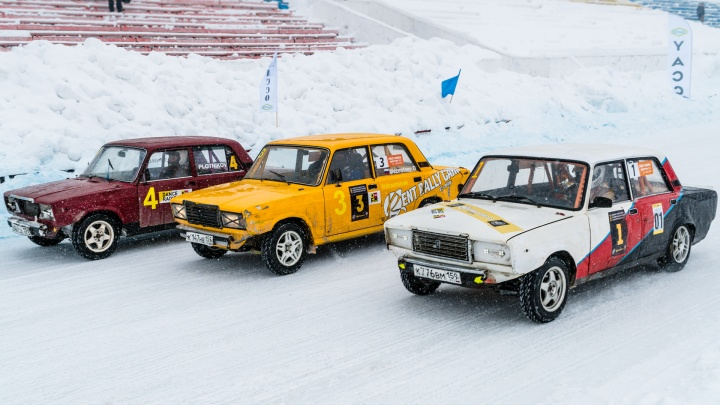 Гонки на машинах по льду: в Перми прошел очередной этап «Трек 400»