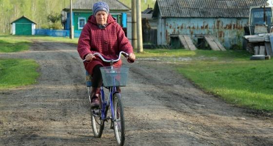 """""""Сначала хотела показать, как всё плохо"""": екатеринбургская студентка сделала трогательный фотопроект о жизни после шестидесяти"""
