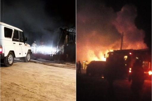 Когда спасатели прибыли на место пожара, дом был полностью охвачен огнем