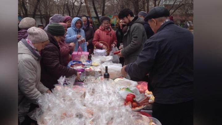 «Такого нет нигде в России»: соседи собрались вместе, чтобы освятить куличи и раздать их нуждающимся