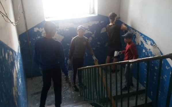 В Стерлитамаке детей отправили ремонтировать подъезды