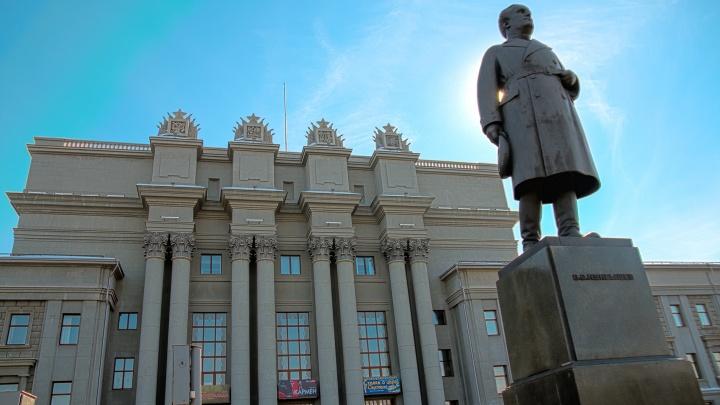 Памятник Куйбышеву предложили убрать с площади перед Театром оперы и балета