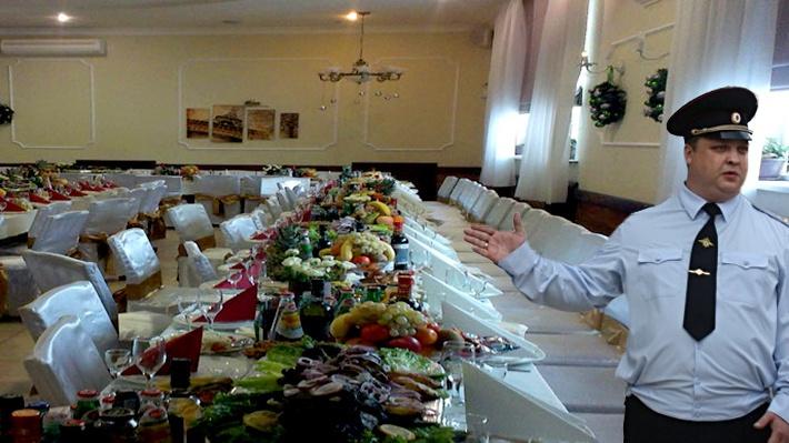 Следователи считают, что Александр Гращенков и его подчинённые получали взятки едой из кафе «Берёзка»