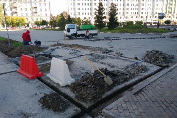 О том, что у сквера на Орджоникидзе появится платная парковка, в мэрии говорили ещё в начале года