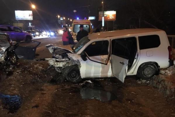 Водитель «Ниссана» получил 2,5 года колонии-поселения за гибель пассажирки такси — приговор в законную силу ещё не вступил