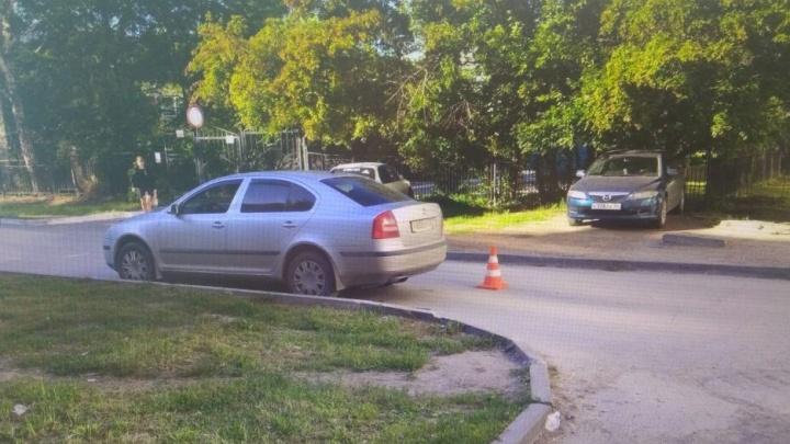 «Мицубиси» сбил 5-летнюю девочку во дворе дома в Калининском районе