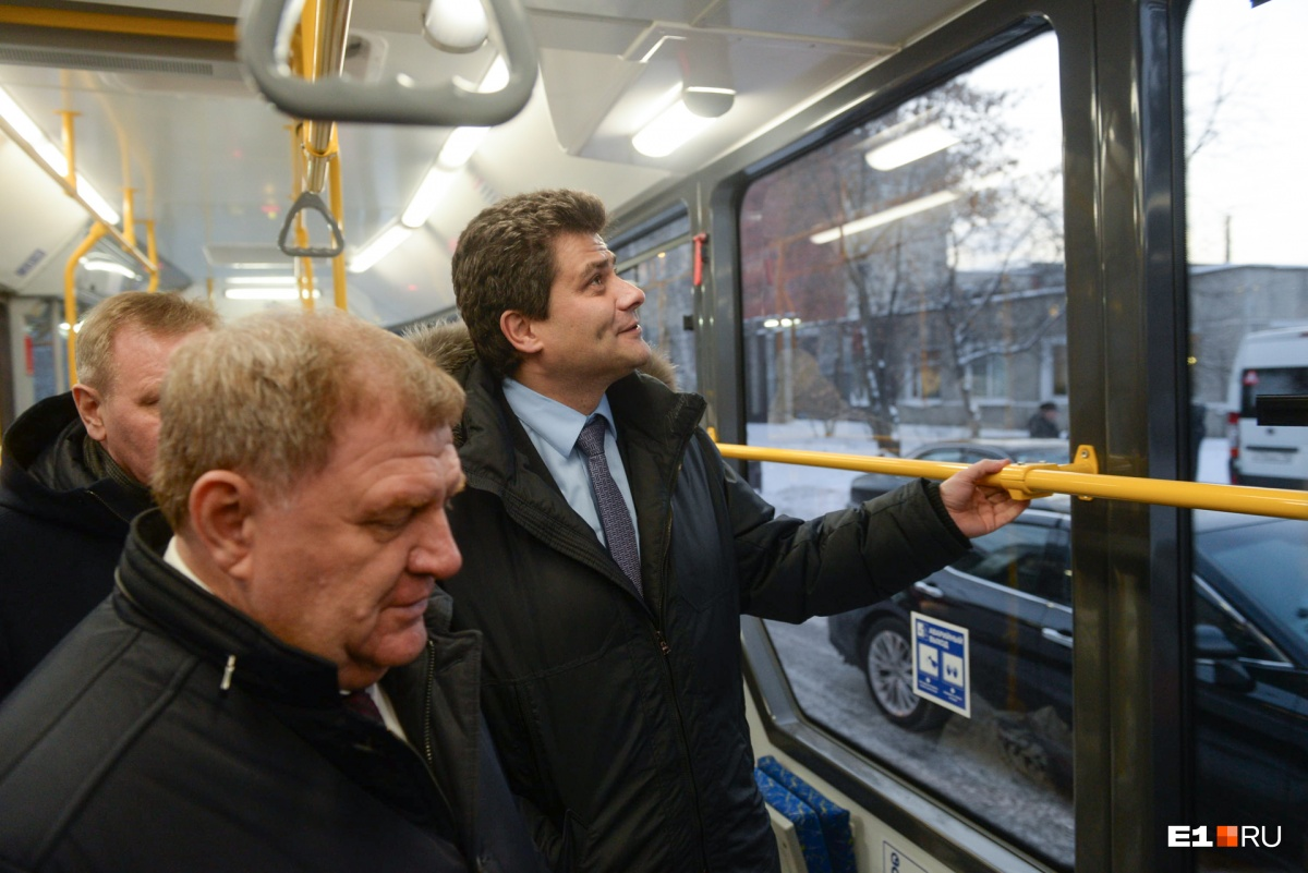 Александр Высокинский заявил, что городу срочно нужно закупать 60 новых трамваев, поскольку старые уже износились