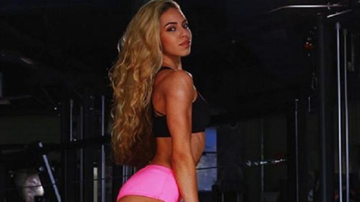Сексуальная фитнес-модель из Ярославля завоевала кубок на чемпионате Европы по бодибилдингу