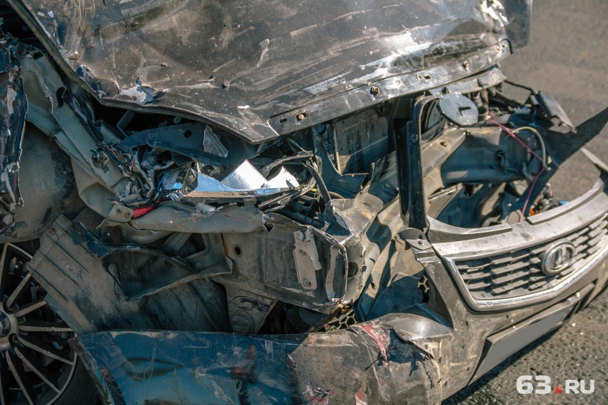 Двое жителей Самарской области серьезно пострадали в массовом ДТП