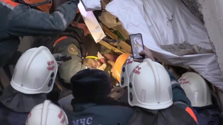 Медсотрудники  спасли ногу малыша , выжившего после обрушения дома вМагнитогорске