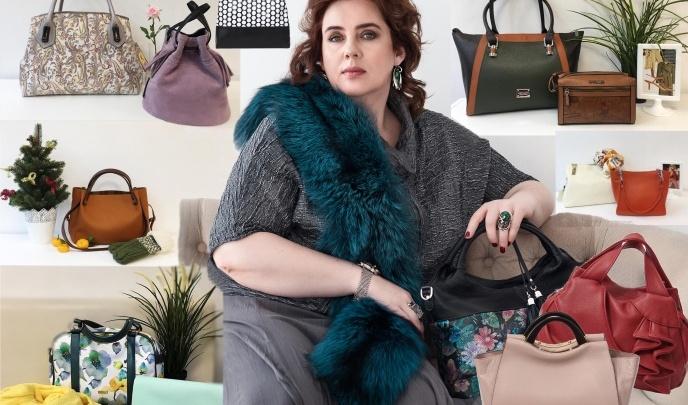 Сеть магазинов устроила большую распродажу кожаных сумок