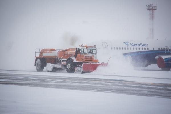 В авиакомпании сообщили, что самолёт пришлось посадить из-за сильного ветра