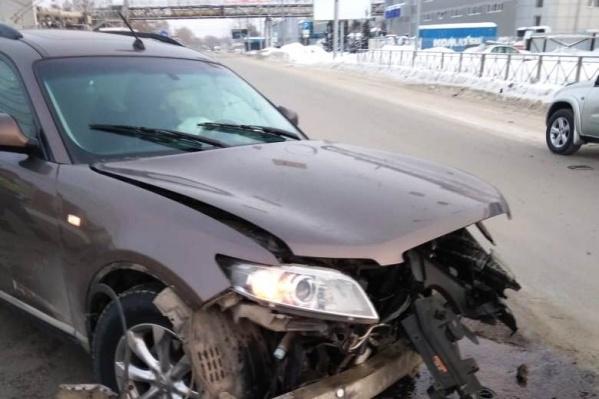 Днём на Станционной столкнулись два автомобиля — пострадали двое человек