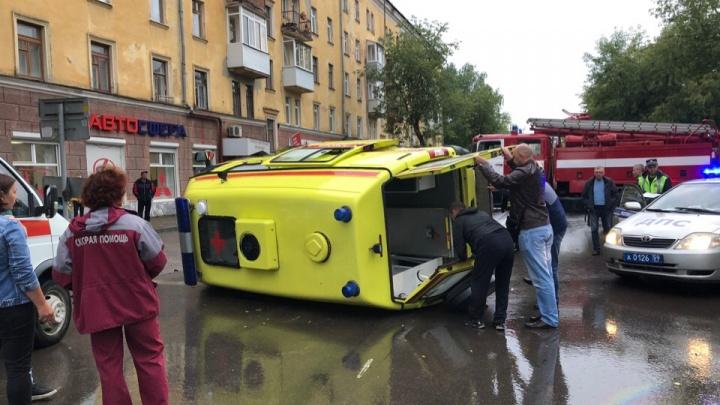 Ехали на ДТП к беременной женщине: в скорой помощи Перми сообщили подробности аварии с реанимобилем