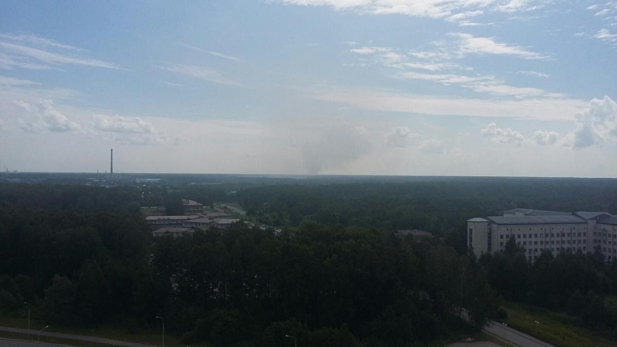 Дым от пожара видно из разных районов города