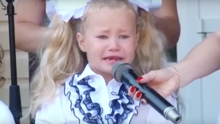 Видеоролик с разрыдавшейся школьницей покорил соцсети