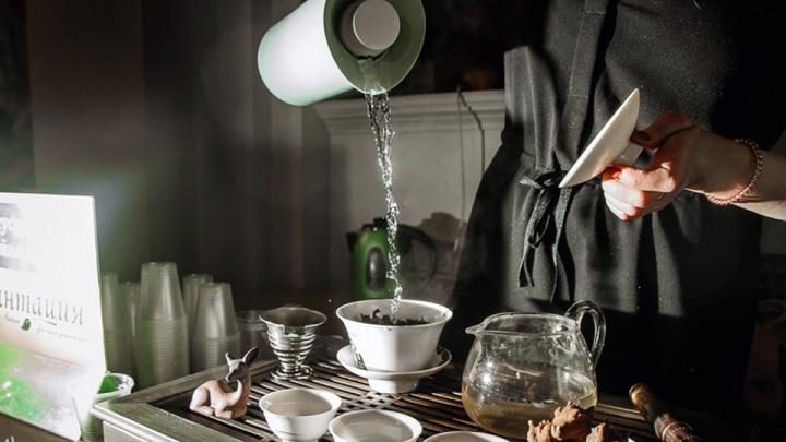 «Некоторый чай хочется похоронить»: в школе tea-мастерства дегустируют, заваривают и церемонятся