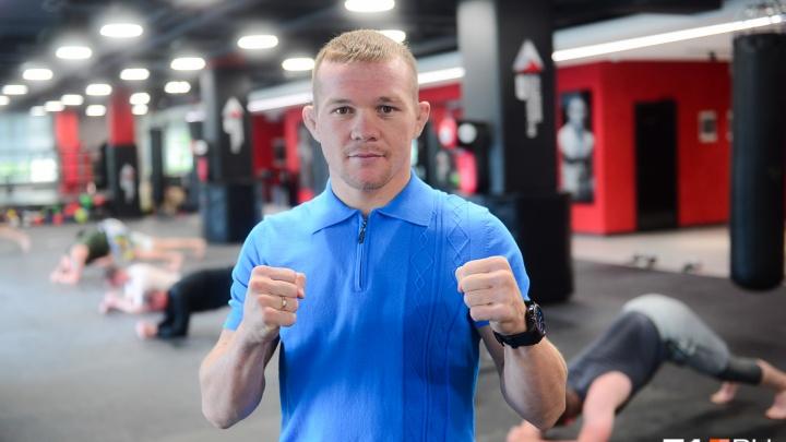 «Каждый мужчина умеет бить, это от природы»: интервью с уральской звездой UFC Петром Яном