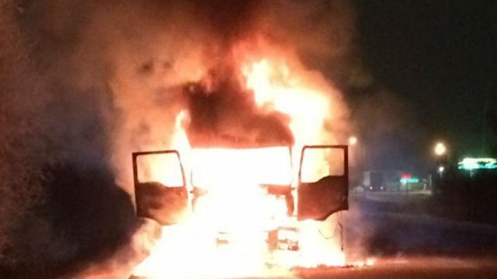 На трассе М-5 в Башкирии загорелась фура