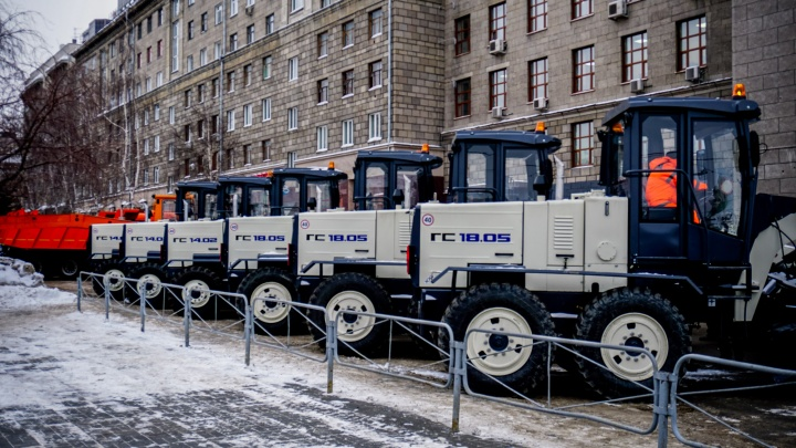 Добавили 100 самосвалов: мэрия рассказала о том, как будет бороться со снегом