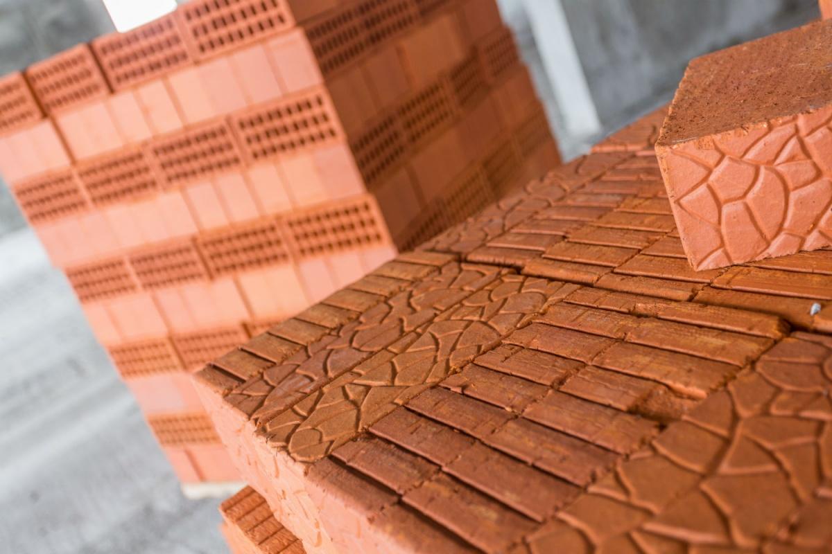 Благодаря пористой структуре кирпича в квартирах будет тихо