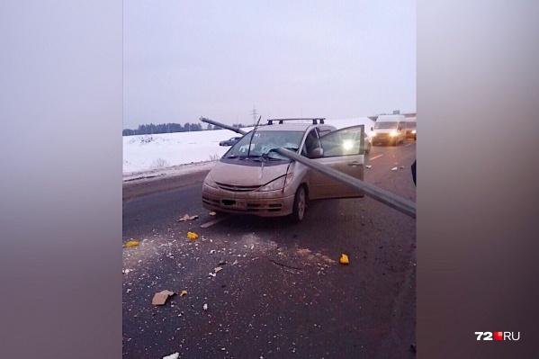 По словам очевидцев, водительToyota чудом избежал гибели