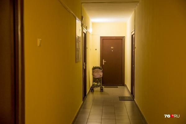 Приставы запретили семье оформлять квартиру на нового хозяина