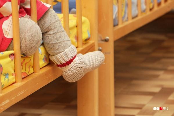 Сразу три кроватки нужно будет установить в детской родителям
