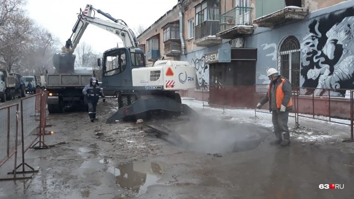 Из-за прорыва на теплотрассе на Печерской от тепла отключили 116 домов