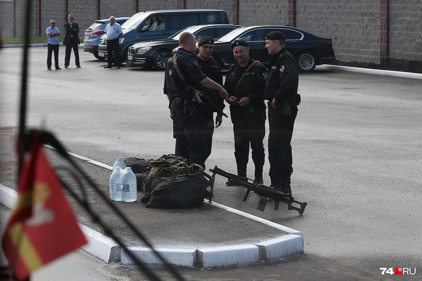На КПП Магнитогорского меткомбината вооружённые росгвардейцы