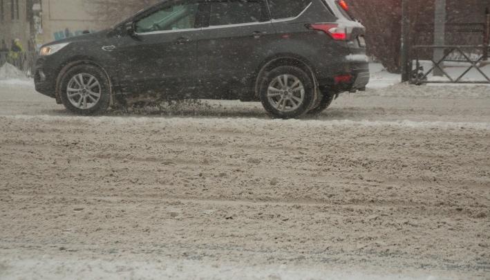За два дня — 14 тысяч тонн: в Самаре уборку снега ведут круглосуточно