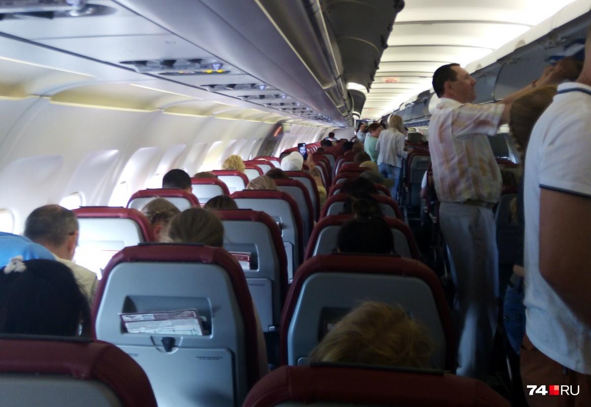 Из-за технической неисправности самолёт заменили