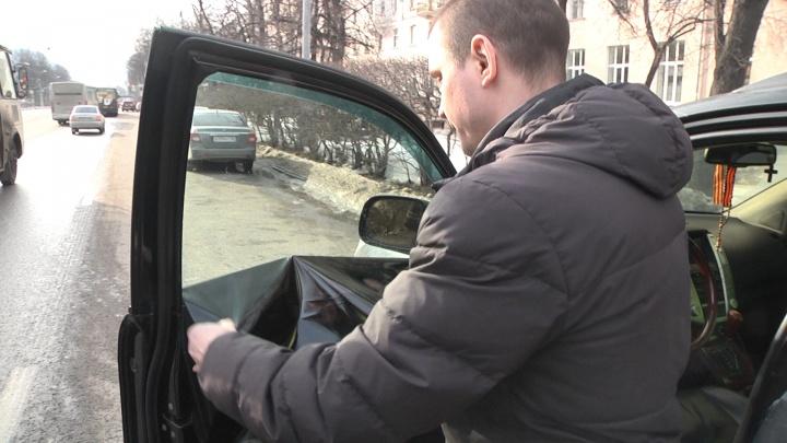 В Екатеринбурге инспекторы ГИБДД поймали почти две сотни водителей с тонировкой на машинах